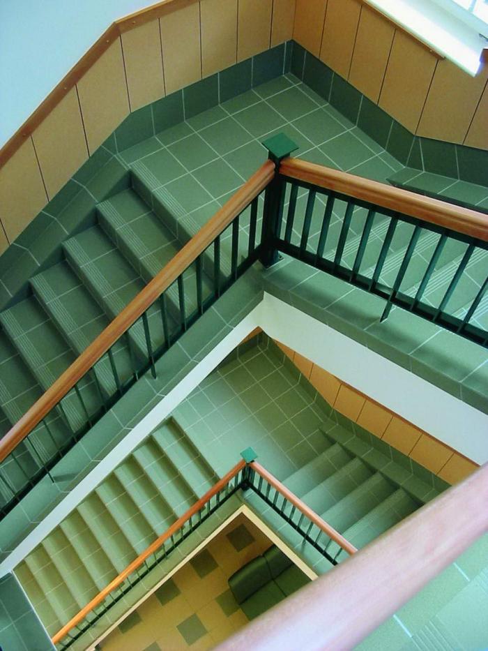 """Új burkolattal """"felöltöztetett"""" régi lépcső"""