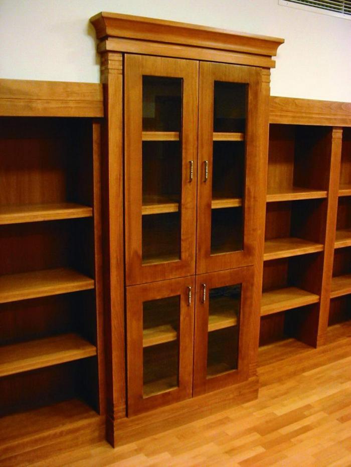 Könyvszekrény a könyvtárban
