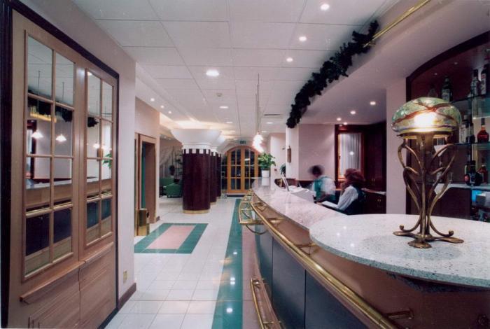 Az oszlopok a recepció felöl